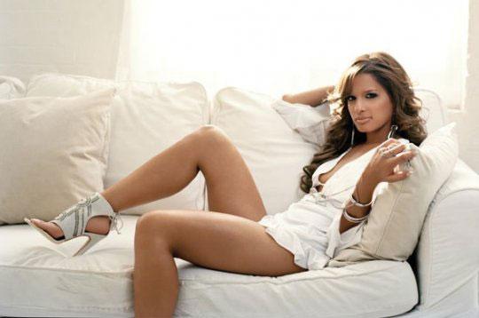 PHOTO: Rocsi sexy legs picture on couch – MemphisRap.com