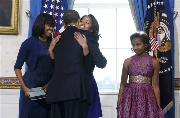 Photo of Barack Obama hugging daughter Malia during 2013 Oath of Office
