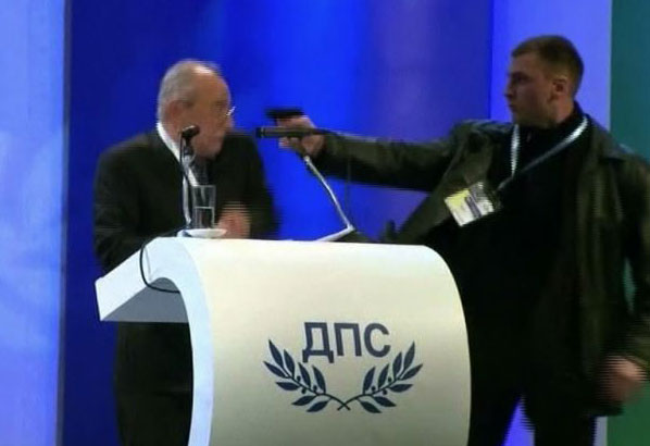 PHOTO: Bulgarian Politician Wtih Gun To Head
