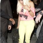 Picture of Nicki Minaj diamond engagement ring