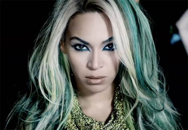 Beyonce S New Album Download Of 14 New Songs 17 Music Videos Breaks First Week Sales Records