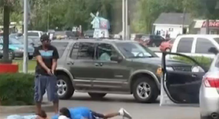 Good Samaritan stops robbery holds robbers at gunpoint – Houston, Texas