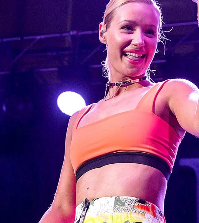 Iggy Azalea falls during VMA pre-show