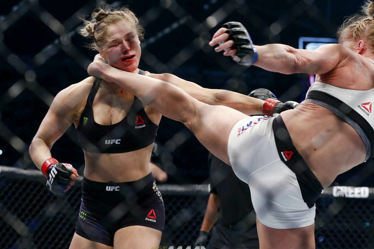 Holly Holm knocks out Ronda Rousey in UFC 193 fight with vicious head kick